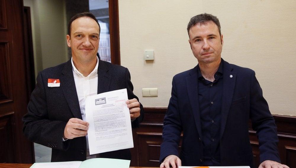 Miguel Ángel Esteban, representante del Observatorio de Justicia y Defensa Animal, y Guillermo Díaz, diputado de Ciudadanos