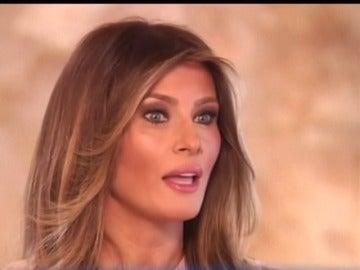 Frame 26.423365 de: Demanda millonaria de Melania Trump a un diario británico
