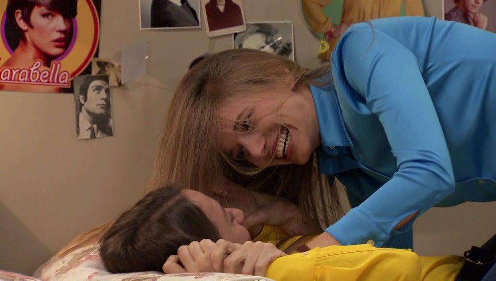 Alba, desconcertada tras un beso con su amiga Sophie