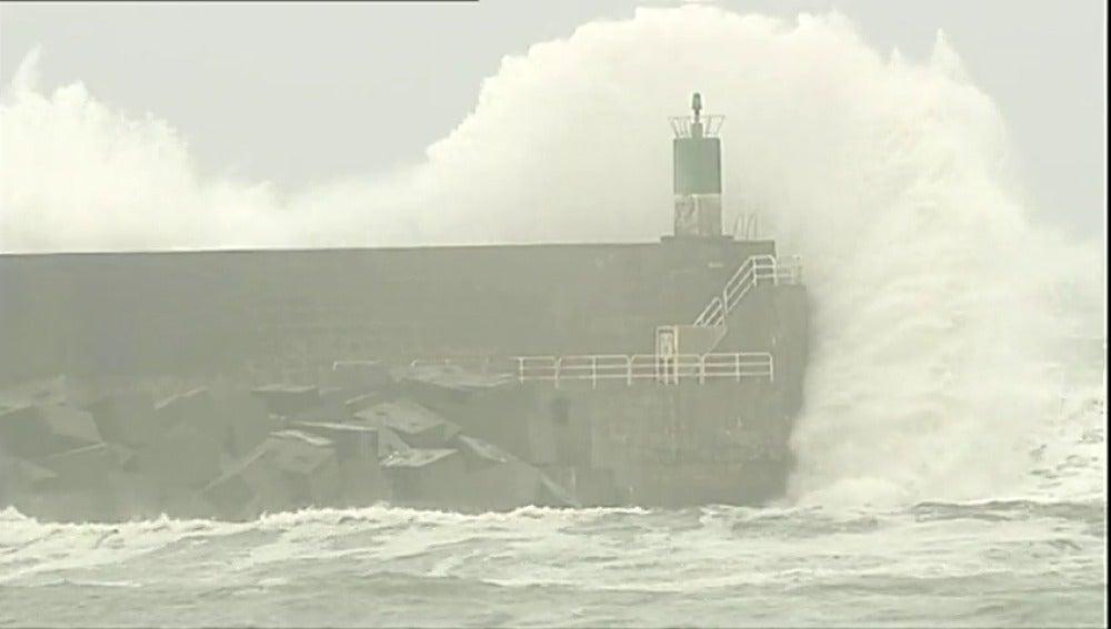 Frame 4.800362 de: Se aproxima una borrasca con tintes de huracán por el Atlántico