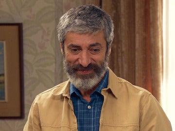 Esteban revela que siente algo por Rosalía