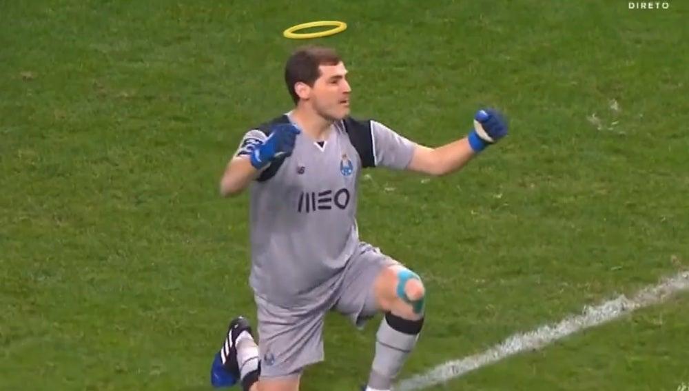 Iker Casillas con la santa corona