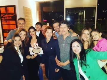 Natalia Ramírez compartió en sus redes sociales esta foto con todo el reparto de 'Yo soy Betty, la fea'