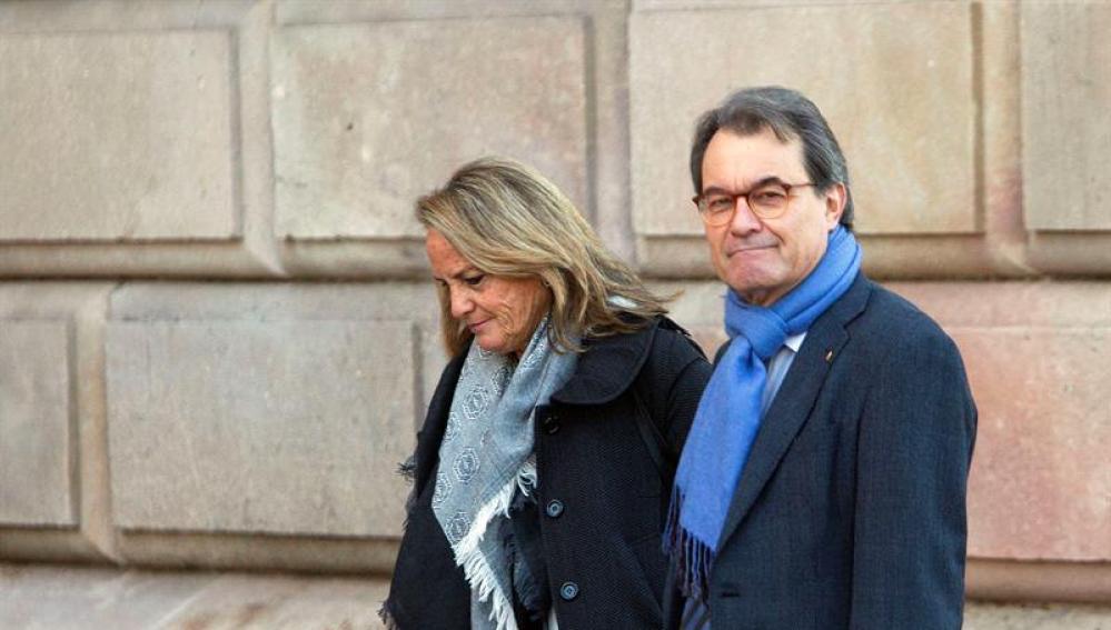 El expresident de la Generalitat Artur Mas junto a su mujer, Helena Rakosinik