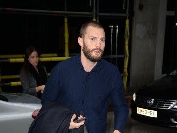 Jamie Dornan aterriza en Londres tras la premiere de 'Cincuenta sombras más oscuras' en Madrid