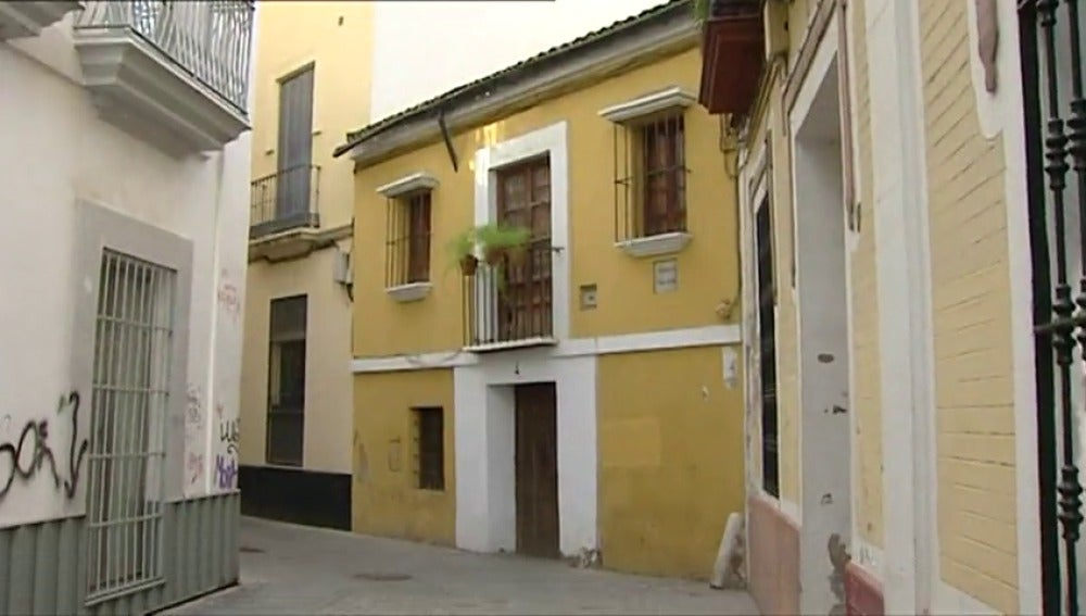 Frame 3.623108 de: Los diseñadores Victorio & Lucchino pierden la casa natal del pintor Velázquez por sus deudas