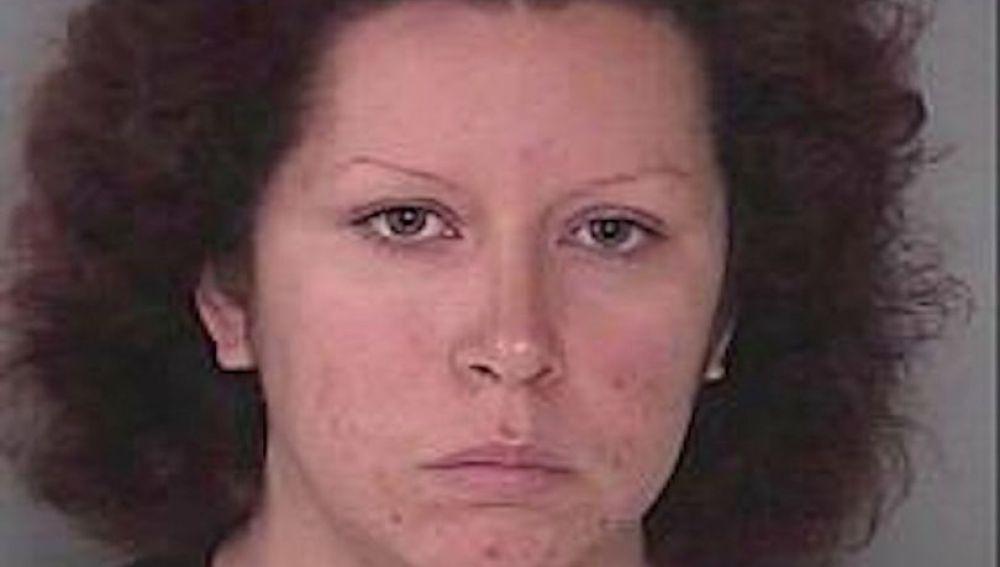 Oriana García, la mujer de 26 años que permitió que su pareja golpease a su hijo hasta matarlo