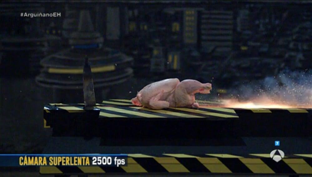 Frame 145.331111 de: Cómo cortar cualquier alimento con precisión utilizando petardos