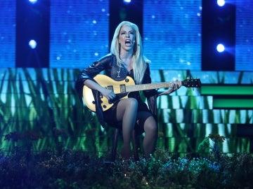 Beatriz Luengo nos da 'un millón de razones' para quedarnos a su lado en la piel de Lady Gaga