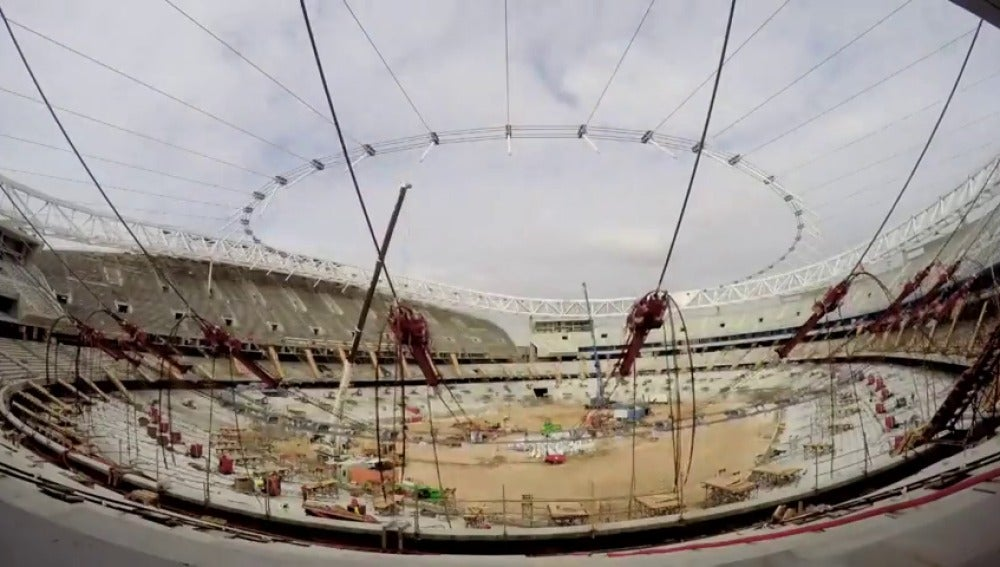 Frame 19.033043 de: El espectacular 'time-lapse' de las obras del Wanda Metropolitano: dos días de trabajo en solo un minuto
