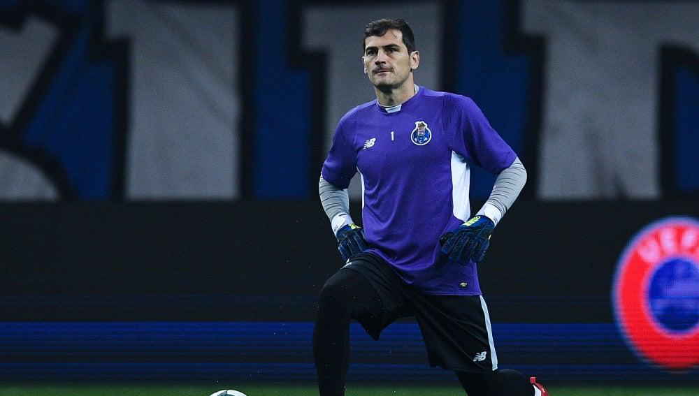 Casillas en un partido con el Porto