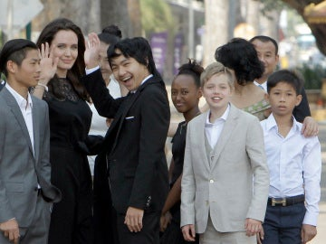 Angelina Jolie vuelve a sonreír junto a sus hijos