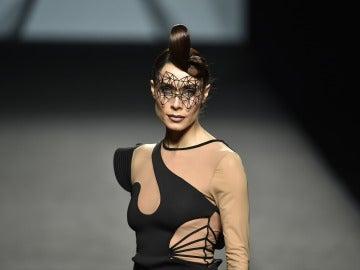 Pilar Rubio desfilando en la Madrid Fashion Week
