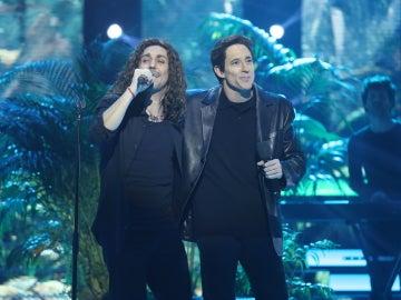 Canco Rodríguez y Adrián Lastra se fusionan en unos impecables Miguel Ríos y Maná en 'Cuando los ángeles lloran'