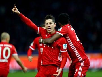 Lewandowski celebra su gol ante el Hertha