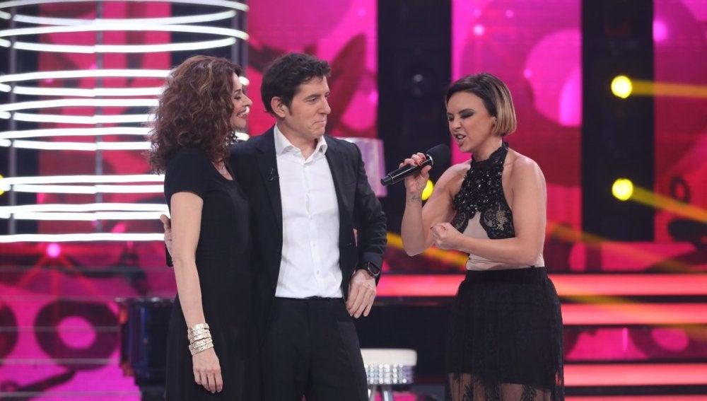 """Chenoa se emociona al recordar su pasado con """"El hombre del piano"""" de Ana Belén"""