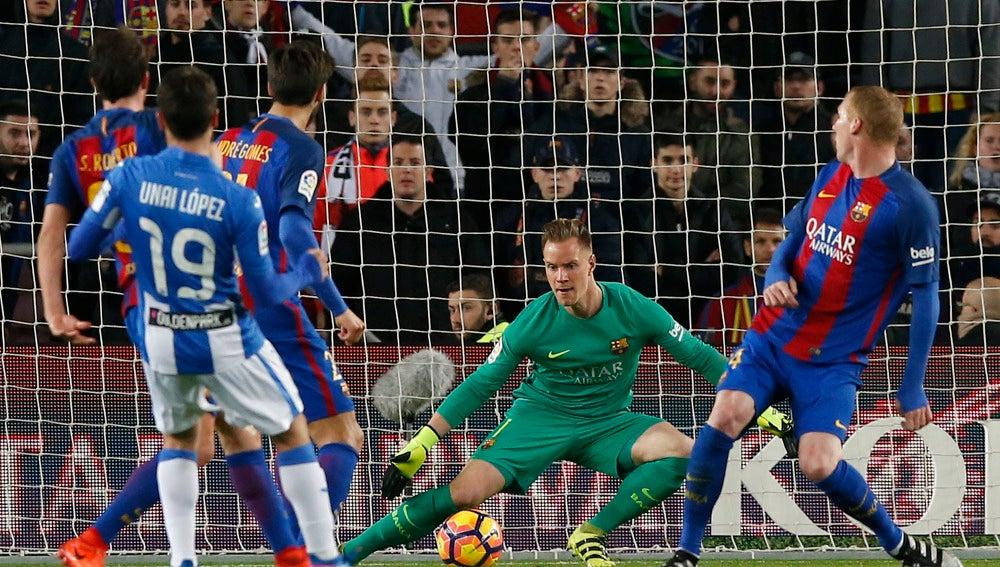 Ter Stegen trata de atajar un baló ante el Leganés
