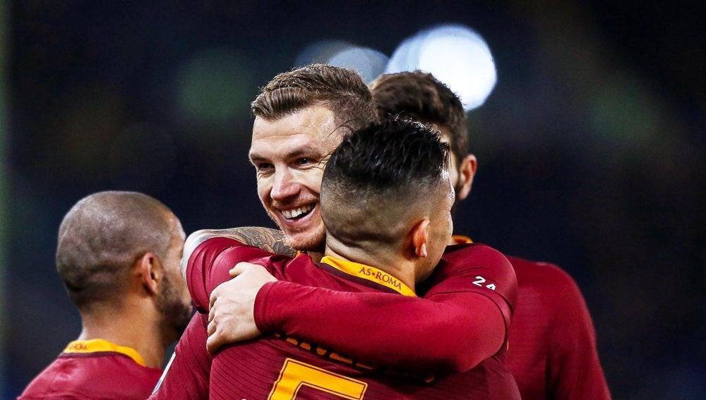 Los jugadores de la Roma celebrando un gol