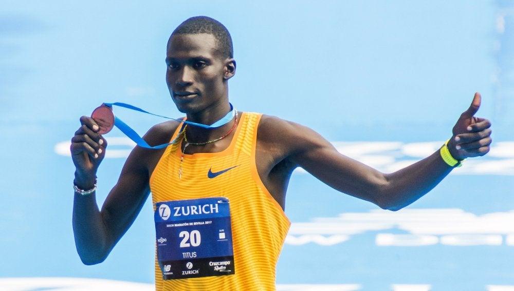 El keniano Erikus Titus, ganador del XXXIII Zúrich Maratón de Sevilla