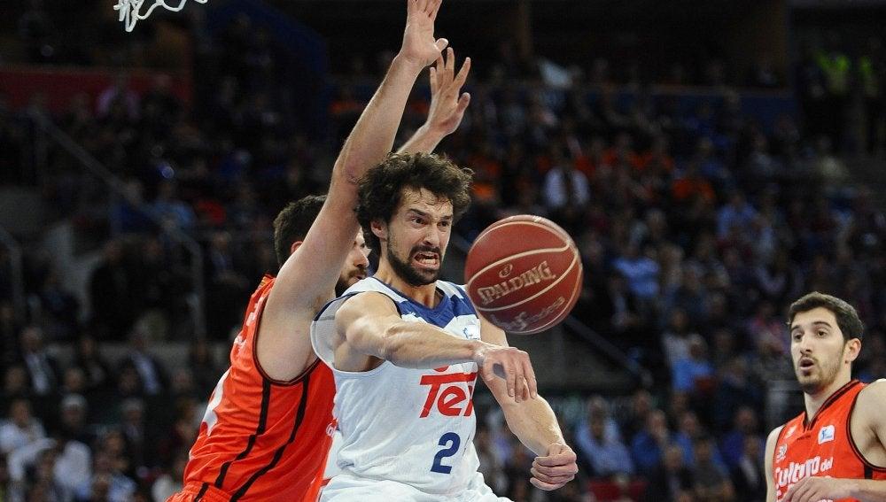 Sergio Llull, en acción ante el Valencia Basket