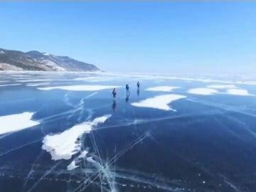 Frame 10.659017 de: Una carrera siberiana sobre patines y bicicletas
