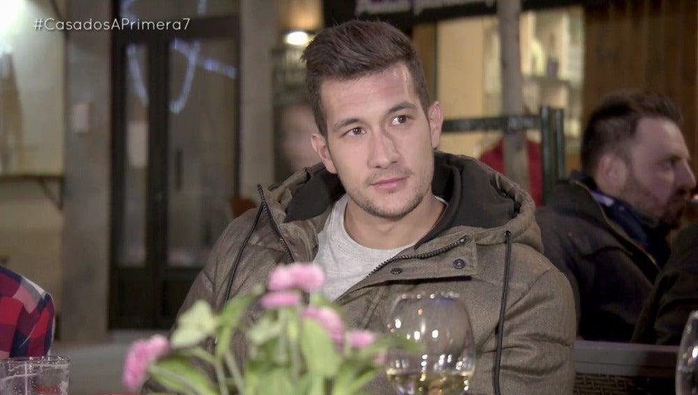 """Juan Diego con los amigos gays de Samantha: """"Mientras no me toquéis yo os respeto"""""""