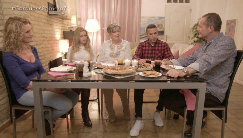 """Jordi se siente acorralado con la familia de Mónica: """"Se me va a caer el pelo de tanto estrés"""""""