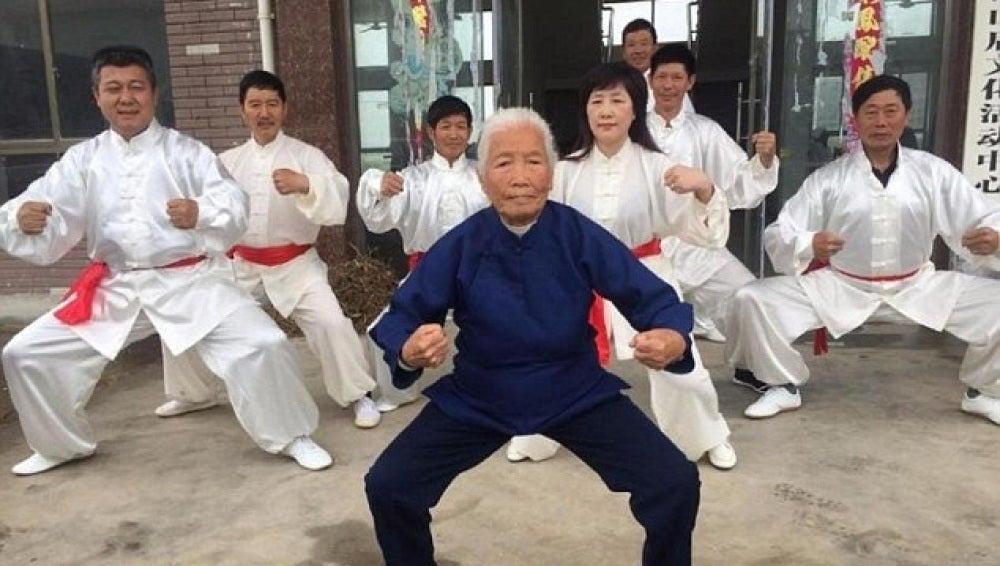La abuela que practica kung fu