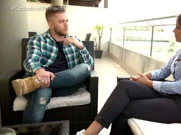 Fran lucha contra una mujer indiferente y un sofá incómodo