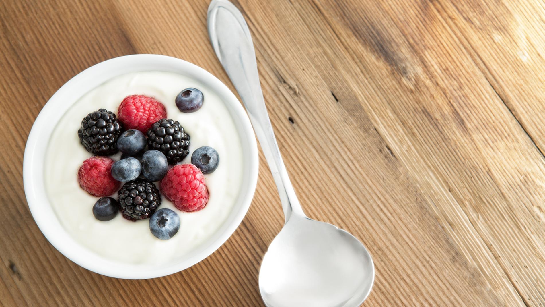 Yogur con frutos rojos