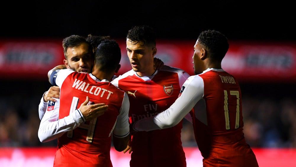 El Arsenal celebrando uno de los goles