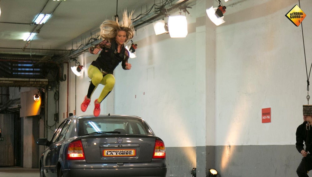Patricia Montero salta sobre un coche en marcha antes de ser atropellada