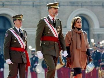 El Rey Felipe VI junto a María Dolores de Cospedal en un acto en Zaragoza