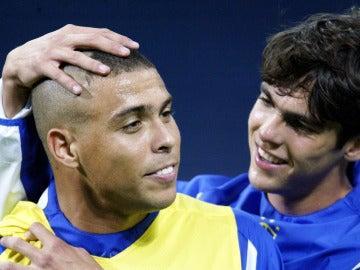 Ronaldo, junto a Kaká en el Mundial de 2002