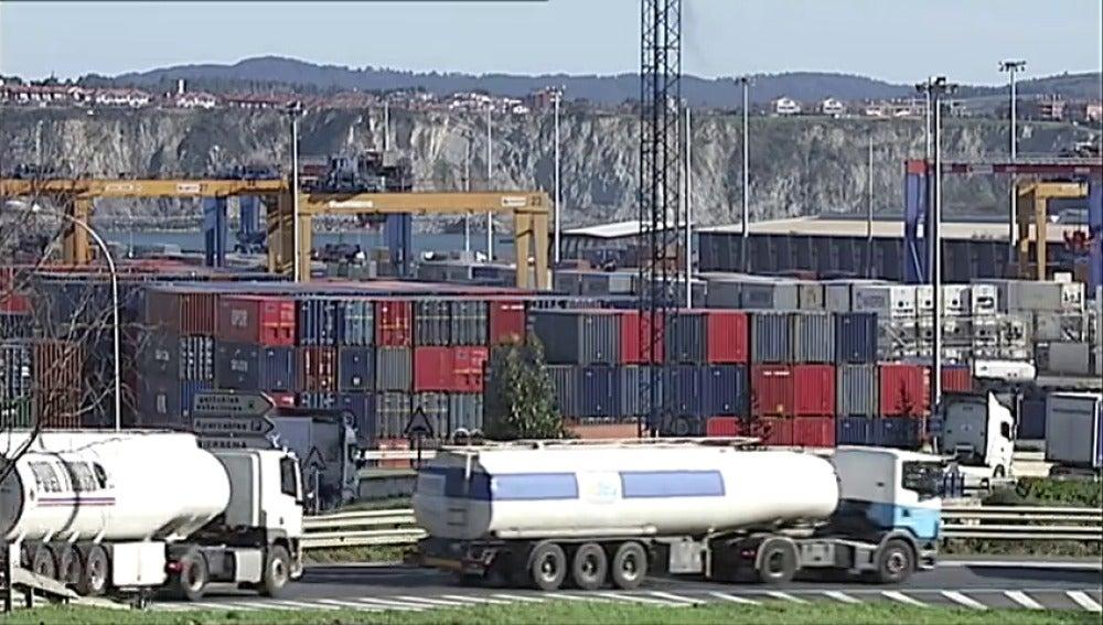 Frame 1.016953 de: España redujo su déficit comercial un 22,4% en 2016 y marcó récord histórico en exportaciones