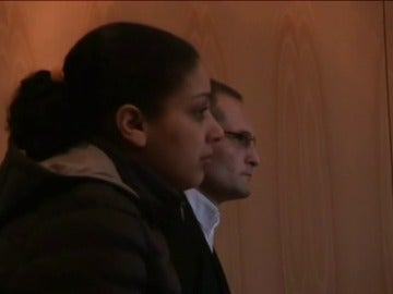 Frame 11.261892 de: Comienza el juicio contra la madre y su pareja del bebé que apareció muerto dentro de una maleta en Oviedo