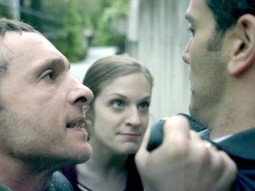Álex y Lara ponen entre las cuerdas a un hilo suelto de Rodrigo