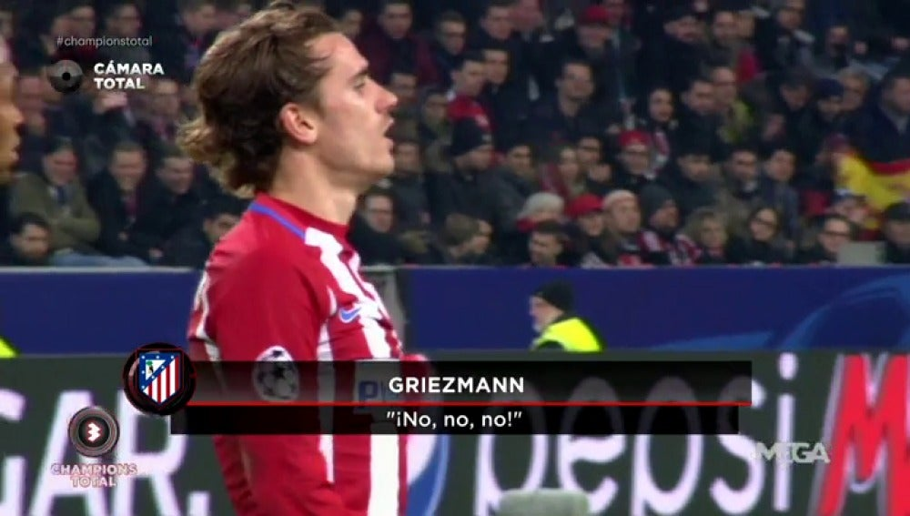 """Frame 4.27801 de: El cabreo de Griezmann cuando Simeone sustituyó a Gameiro: """"¡No, no, no, es el mejor!"""""""