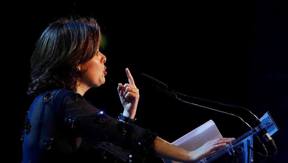 La vicepresidenta del Gobierno, Soraya Sáenz de Santamaría, durante la entrega de los Premios Empresa del Año 2016 de 'El Periódico'