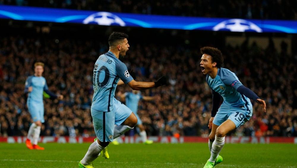 Agüero celebra un gol ante el Mónaco