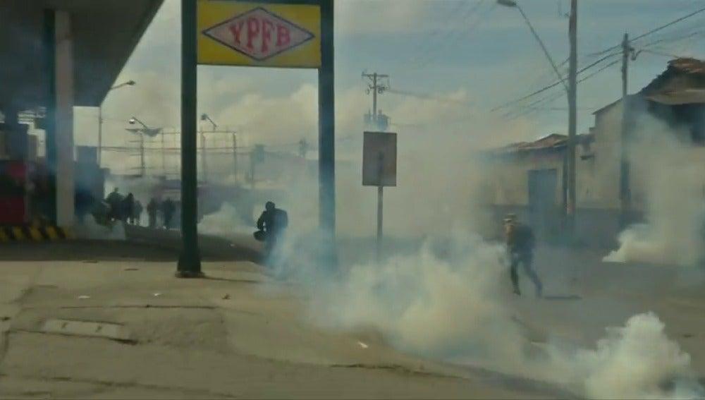 Frame 32.933332 de: Graves enfrentamientos entre los cultivadores de coca y la policía Disturbios en Bolivia