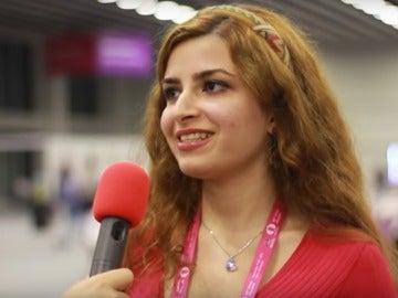 Dorsa Derakhshani, durante una entrevista