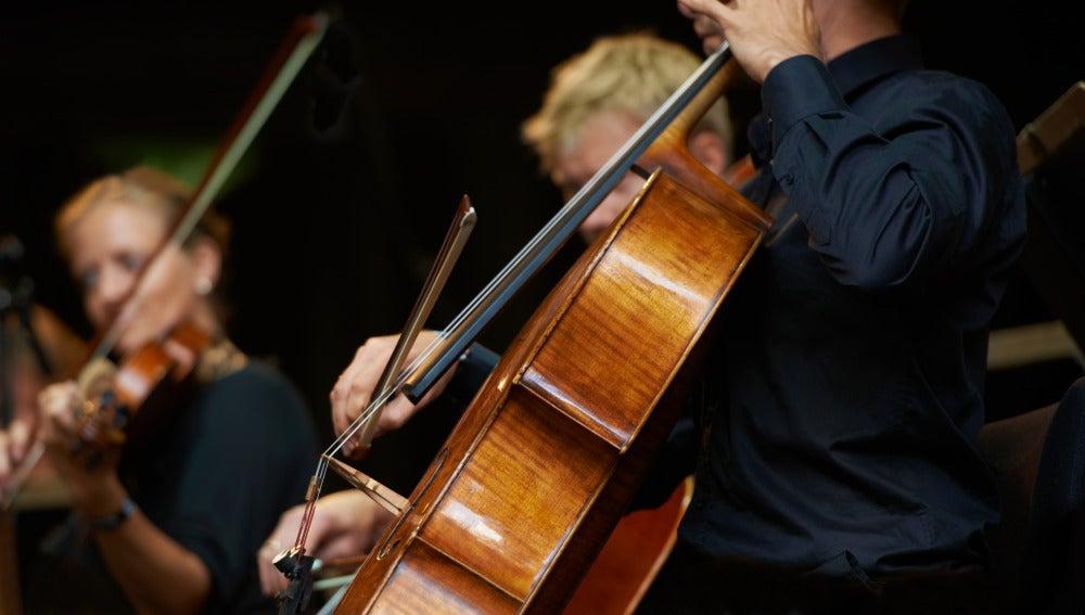 Músicos durante un concierto de orquesta