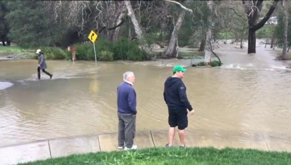 Frame 19.876196 de: California intenta recuperar normalidad tras tormentas que dejaron 5 muertos