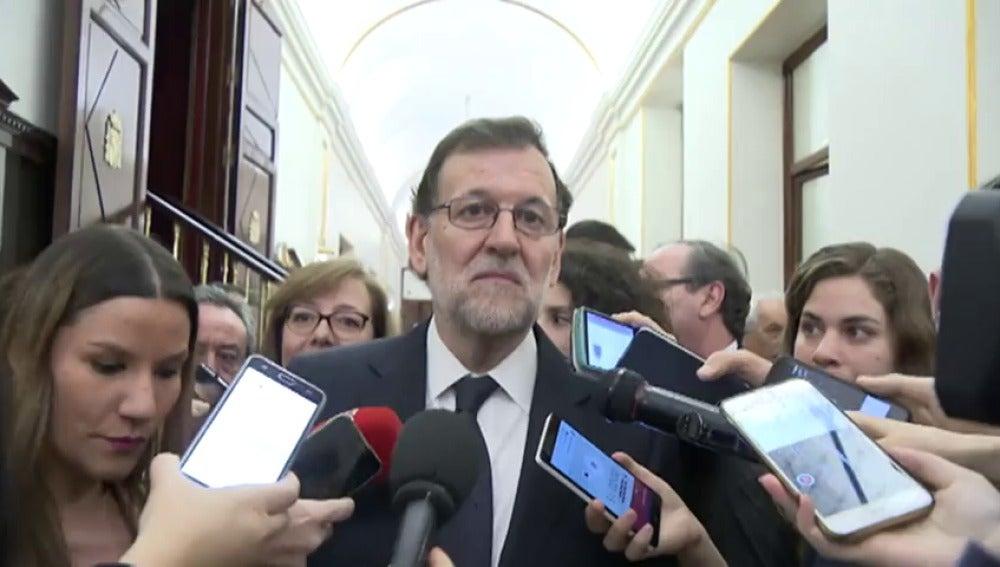 """Frame 0.0 de: Rajoy no niega su reunión con Puigdemont, pero precisa que quiere """"hablar de problemas reales, no de liquidar España"""""""