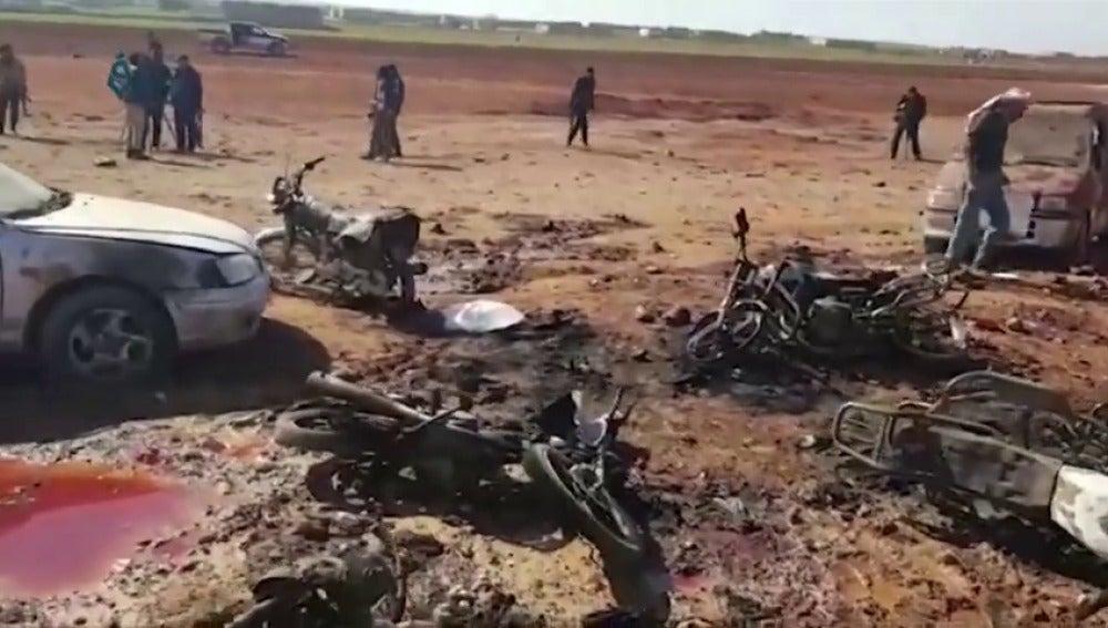 Frame 2.560267 de: Al menos 60 muertos en un atentado con coche bomba al noreste de Alepo