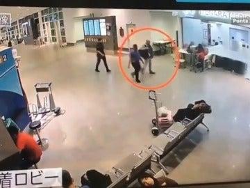 Frame 14.411841 de: Una de las dos detenidas por el asesinato del hermanastro de Kim Jong Un, afectada por el agente químico VX