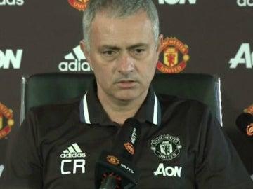 Mourinho, con las iniciales de Claudio  Ranieri