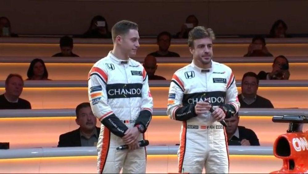 Alonso y Vandoorne, con los nuevos monos de McLaren-Honda