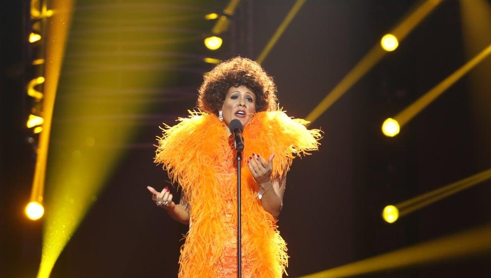 Lorena Gómez se viste como Shirley Bassey acompañada de una gran potencia vocal en 'My way'